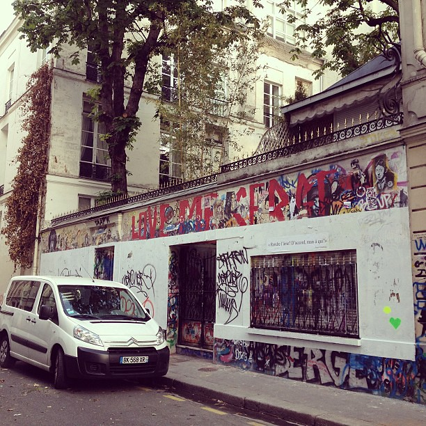 Le 5bis rue de Verneuil il y a 2 semaines, il n'a jamais été aussi moche ! #gainsbourg #sergegainsbourg