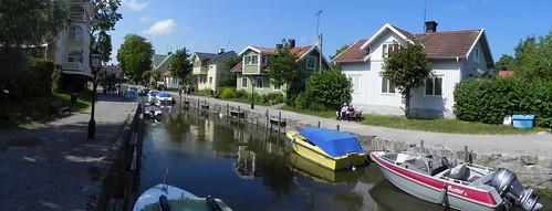 houses river boat trosa västraågatan ågatan östraågatan