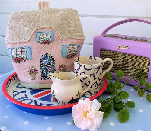 English Cottage Tea Cosy