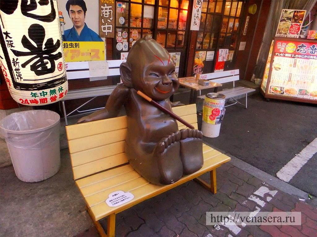 Билликэн на скамейке