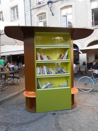 Nancy un arbre aux livres au coeur de la ville for De l arbre au meuble