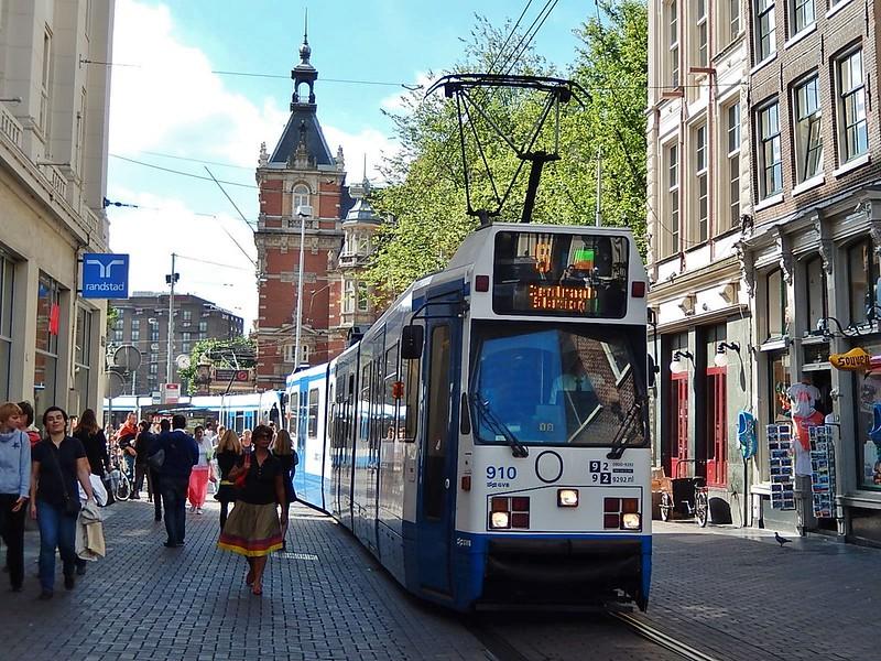 Tram on  Leidestraat