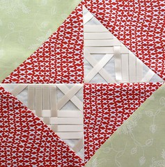 Block 9: netting ribbon – Textured 4-patch quilt