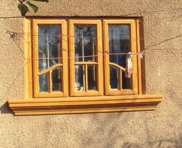 Cele trei ferestre galbene
