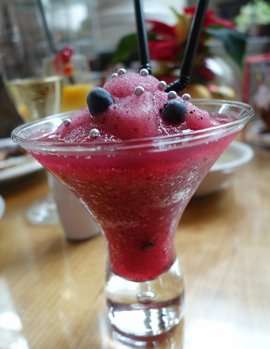 A berrylicious cocktail at InterContinental Singapore's Sunday Champagne Brunch