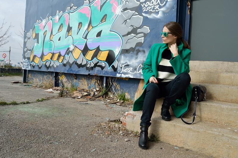 lara-vazquez-madlula-blog-green-shades-coat-streetstyle-nada
