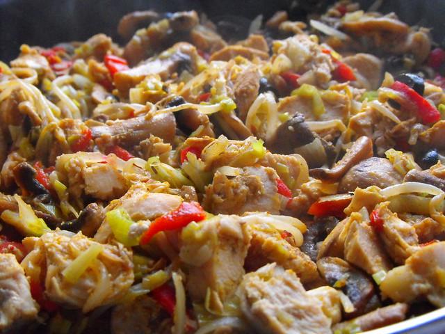 Peito de frango com legumes salteados