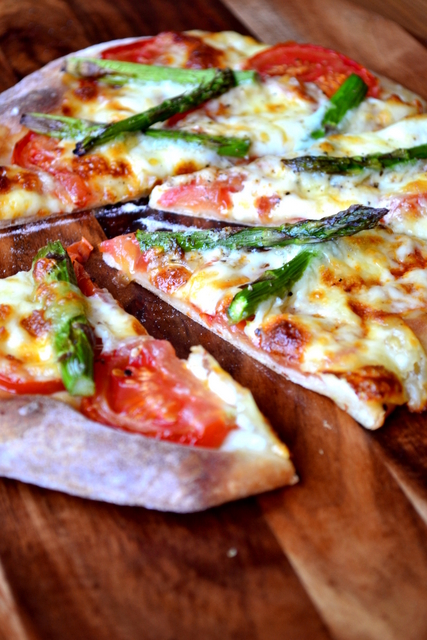 Recipe for Asparagus and Mozarella Pizza