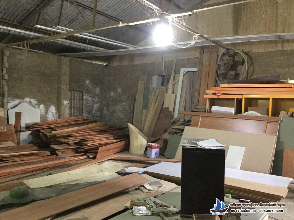 Xưởng gỗ có diện tích rộng, đảm bảo không gian chế tạo và lắp ráp đồ nội thất