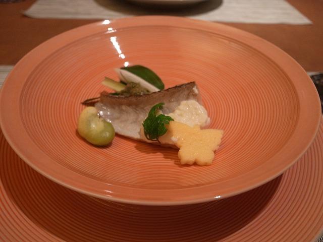 <p>f)焼き物はアマダイ、お皿が美しい</p>