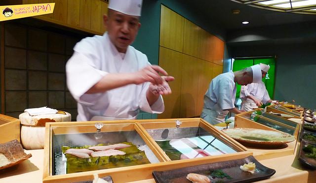 Sushi Sho - Tokyo - Sushi Master Keiji Nakazawa at work