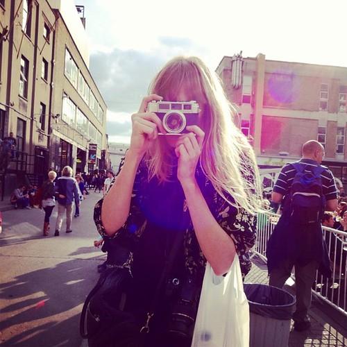 Brick Lane Market memories: Leen with (natural!) sun flare #wheninlondon #latergram