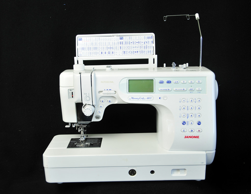 Janome memory craft 6600 - It Does Have Some Scrapes And Scratches From Normal Use Please Look At All The Pictures For It S Imperfections Surely A Good Investment For The Sewing And