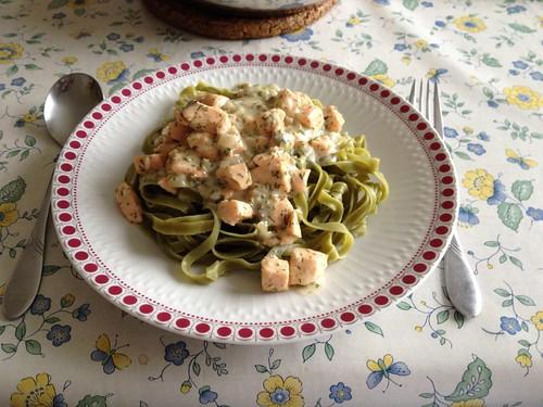 Tagliatelle in Lachs-Sahnesauce / Tagliatelle in salmon cream sauce