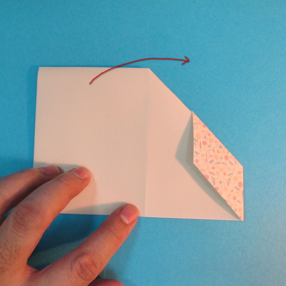 วิธีพับกระดาษเป็นผีเสื้อหางแฉก 020