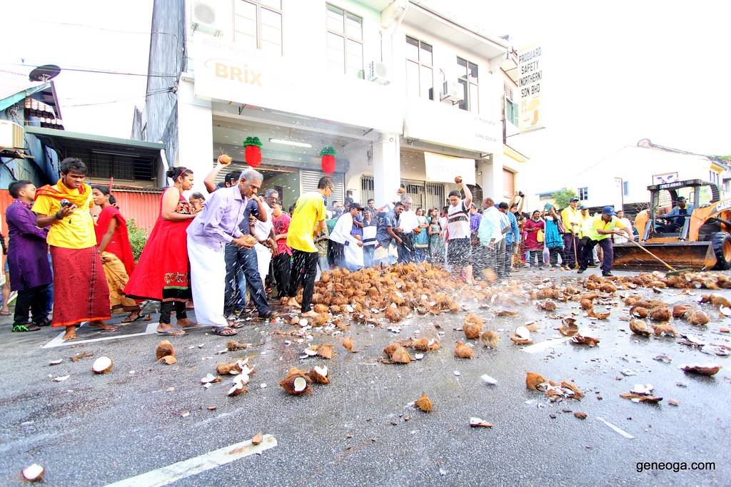 Devotees smashing the coconuts