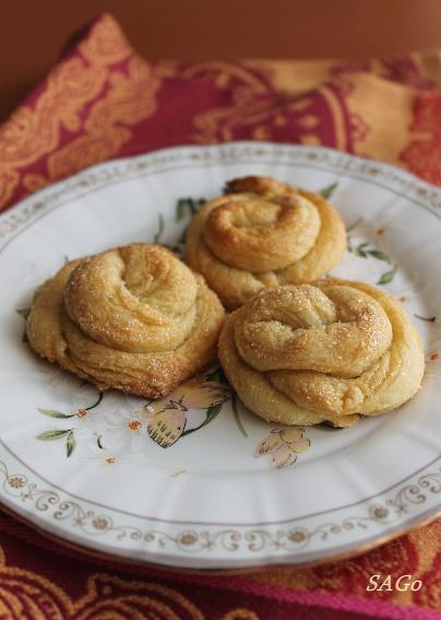 Пирог с персиками и малиной из ночного теста 019