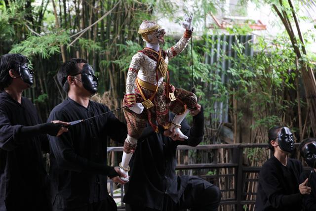 Thai puppet dance at Baan Silapin