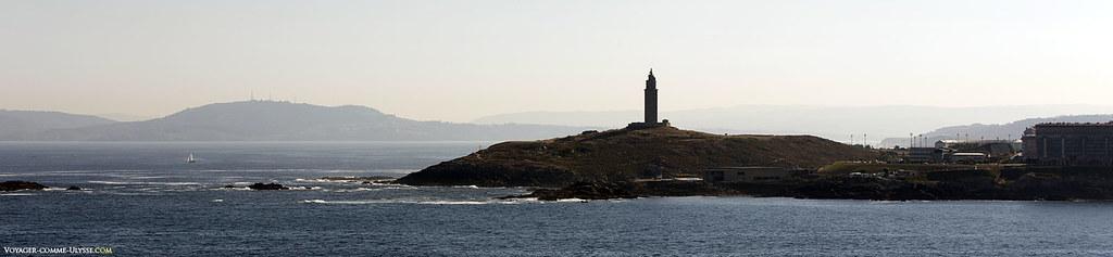 La Tour d'Hercule, sur le promontoire avançant dans l'Atlantique