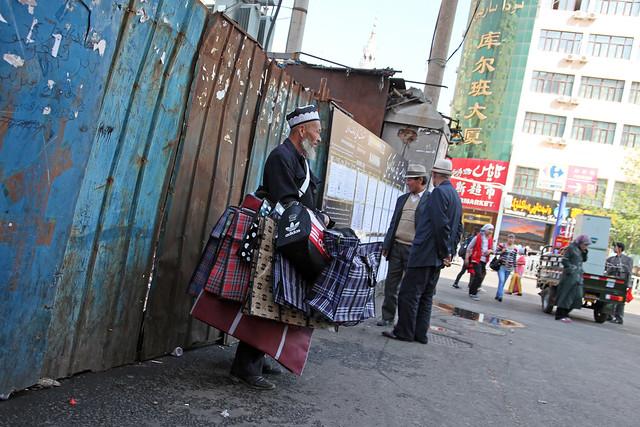 Alley in Urumqi ウルムチ、バザールの路地
