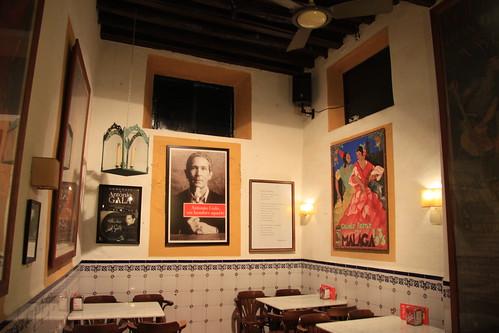 Interior Bar el Pimpi, lugar de obligada visita a turistas y personalidades que llegan a Málaga