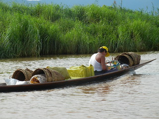 Inle canal traffic