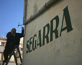Julián Segarra instalando la antena de 5/8 para WI-FI