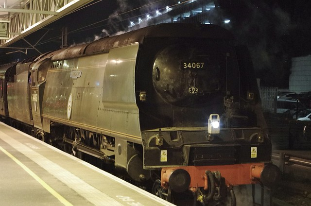 34067, SR Bulleid 4-6-2 'Tangmere', Milton Keynes Central, 21st November 2013