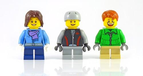LEGO 10229 Winter Village Cottage figs01
