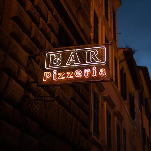 Bar Pizzeria; copyright 2014: Georg Berg