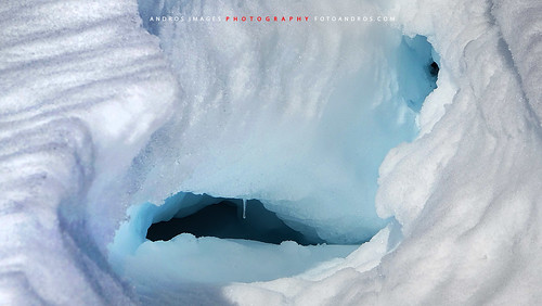 Cavidades que forma el hielo y la nieve en los glaciares...// Cavities forming ice and snow on the glaciers ...