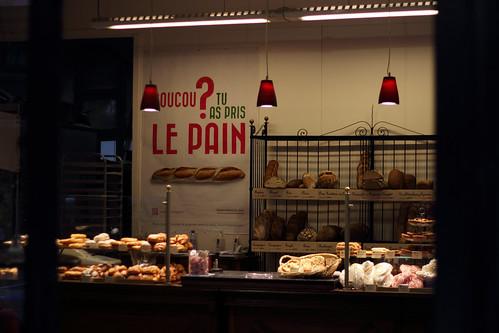 法國斯特斯拉堡的一家麵包店,牆上貼著麵包觀察的海報。圖片來源:Jean-Baptiste Faure