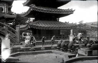 WW2 GIs visit O'Campo Pagoda 12 of 14