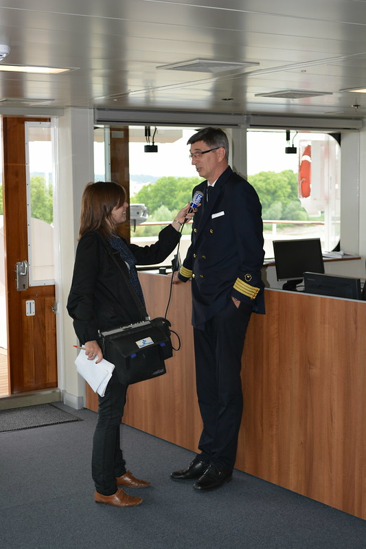 Capitaine en interview pour la radio - Visite du MS EUROPA 2 - Bordeaux - 20 mai 2013