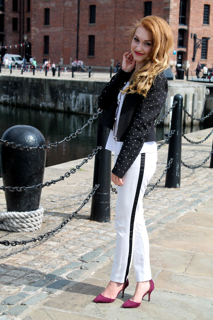 Monochrome outfit (4)