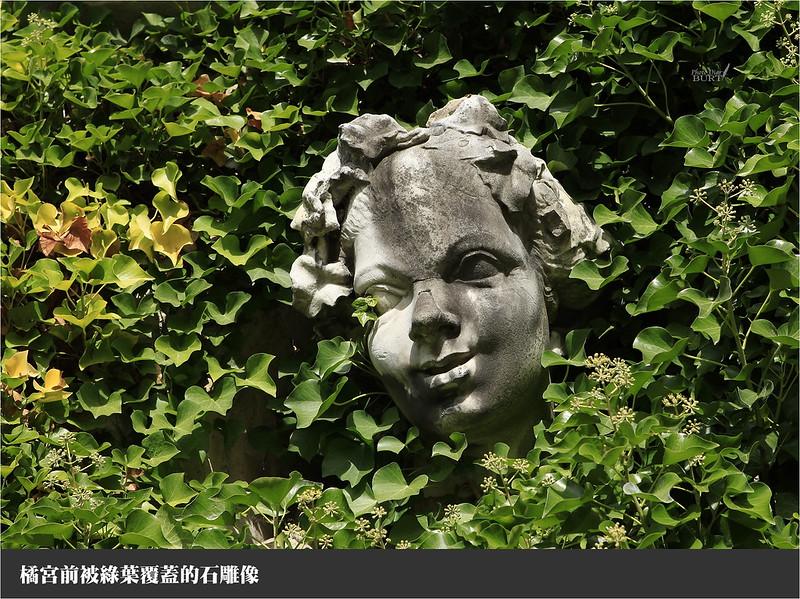 橘宮前被綠葉覆蓋的石雕像