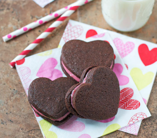 Chocolate Sandwich Cookies with Raspberry Cream Cheese Frosting. The perfect Valentine's Day cookie! #recipe www.thelawstudentswife.com
