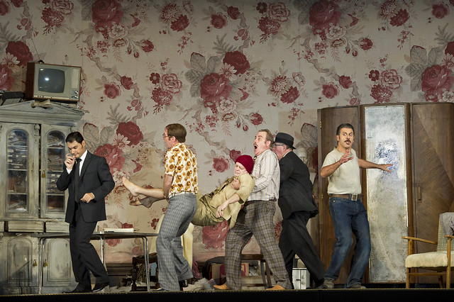 Francesco Demuro, Alan Oke, Peter Curtis, Robert Poulton, Gwynne Howell and Lucio Gallo in Gianni Schicchi (Il trittico), The Royal Opera © ROH/Bill Cooper, 2011
