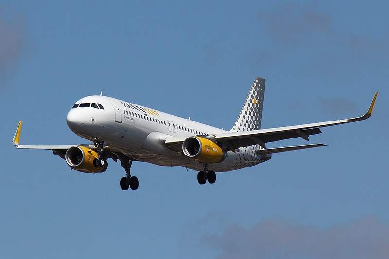 Vueling - A320 - EC-LUO (1)