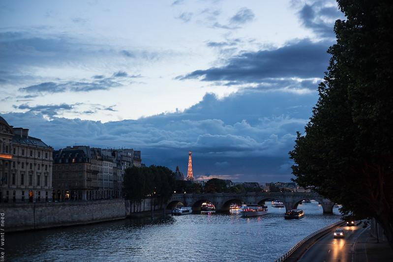 Eiffel Tower sparkling, 10pm
