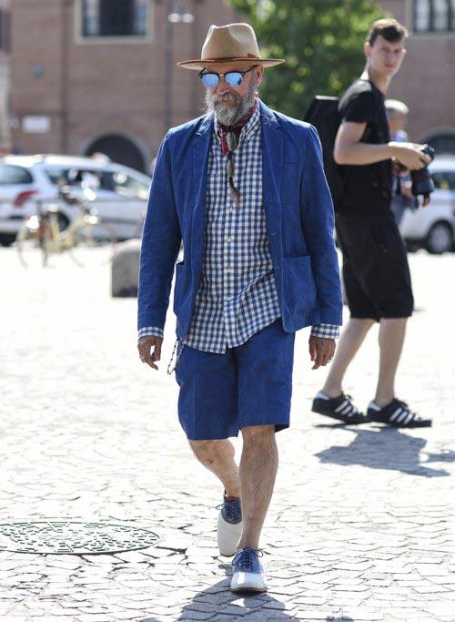 青リネンジャッケトとハーフパンツのセットアップ×チェックシャツ