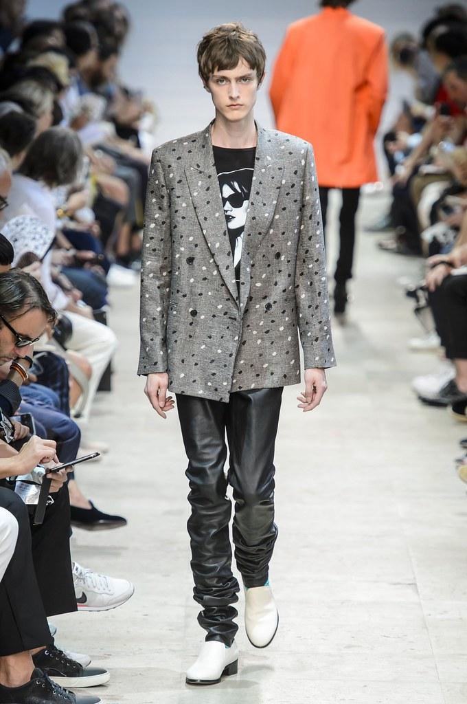 Jesper Trip3070_SS16 Paris Paul Smith(fashionising.com)
