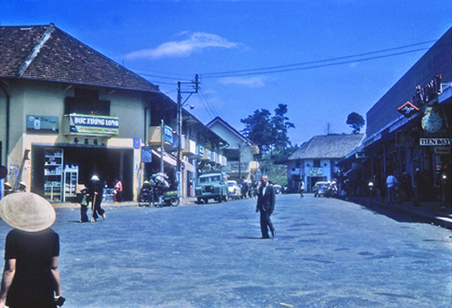 Street scene, Dalat 1965
