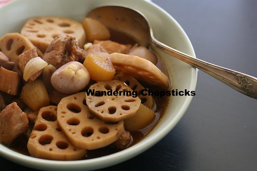 Thit Heo Kho Cu Cai Trang Cu Sen (Vietnamese Braised Pork with Daikon and Lotus Roots) 15