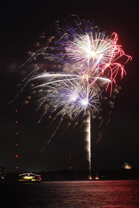 web_fireworks_0100