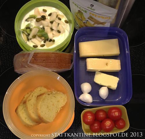 Stattkantine 29. April 2013 - Zillertaler Käse, Grappa-Kuchen, Kiwi-Birne-Joghurt