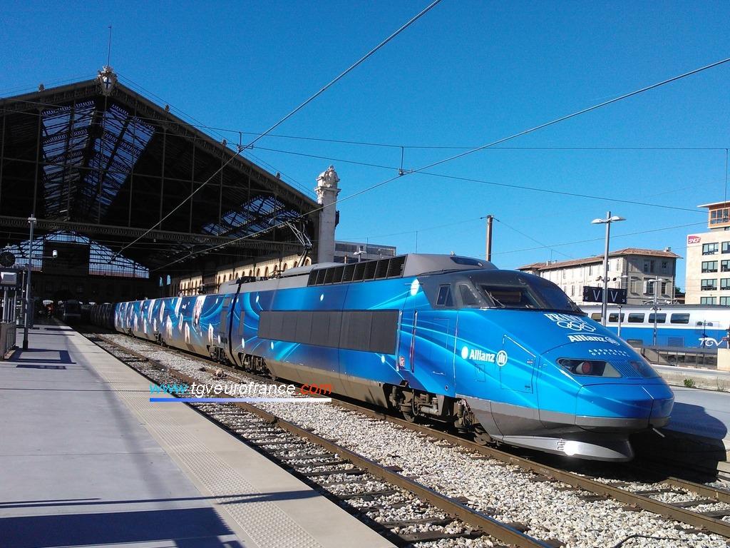 Le TGV Allianz à quai voie D en gare de Marseille Saint-Charles