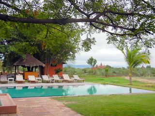 Kumudara Hotel pool - pagoda view