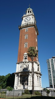 Torre Monumental / Torre de los Ingleses - displaying a large British coat of arms