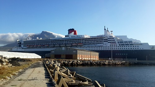 Queen Mary 2 - Cape Town Harbour - 27th January 2014 by chrisLgodden